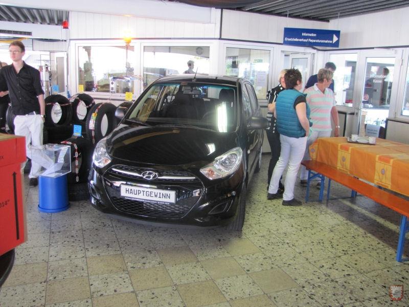 Dieser Hauptgewinn (Hyundai I10) wartet auf seinen neuen Besitzer im Autohaus Lehmbrock. (Foto: Lembecker.de – Frank Langenhorst)