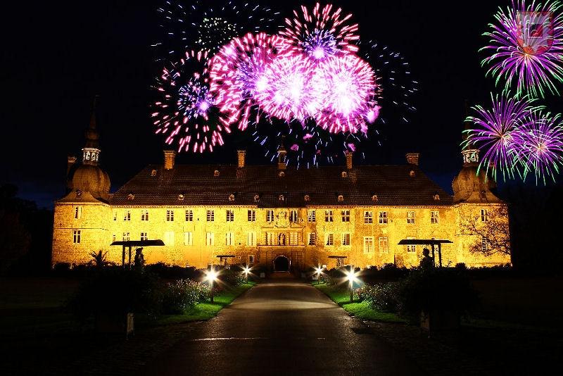 Foto: Dominik Risthaus - Feuerwerkcollage von Frank Langenhorst / Lembecker.de