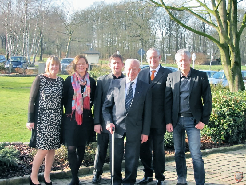 Familie Breuer (v.l.n.r.): Gertrud, Irmgard, Stefan, Geburtstagskind Josef, Ulrich und Martin (Foto: Frank Langenhorst)