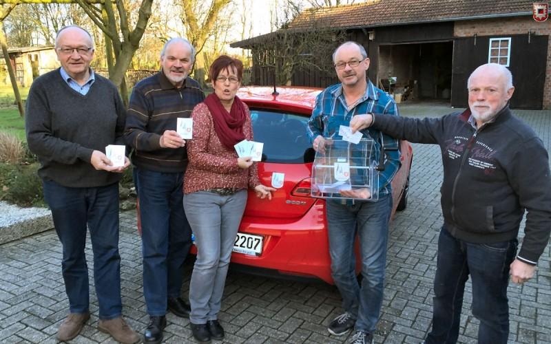 "Auftakt der Aufkleberaktion mit dem ""Verein 1000 Jahre Lembeck e.V."" – Foto: Lembecker.de – Frank Langenhorst"