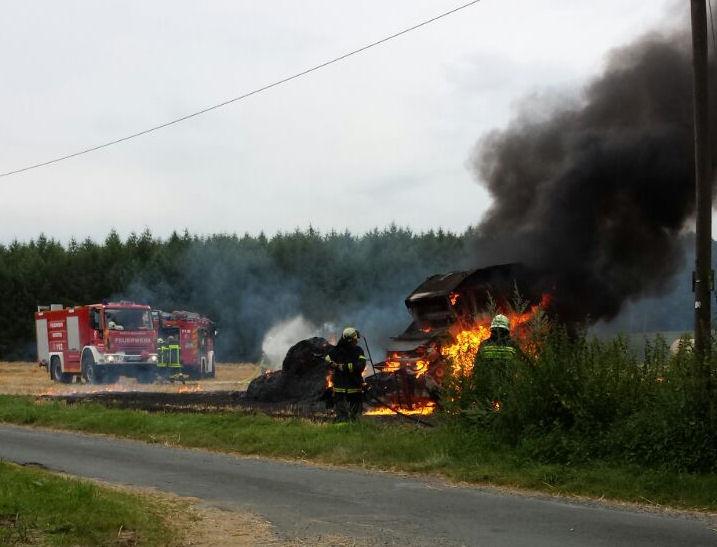 Die Strohpresse brante vollständig aus. (Foto: Birgit Hinsken für Lembecker.de)