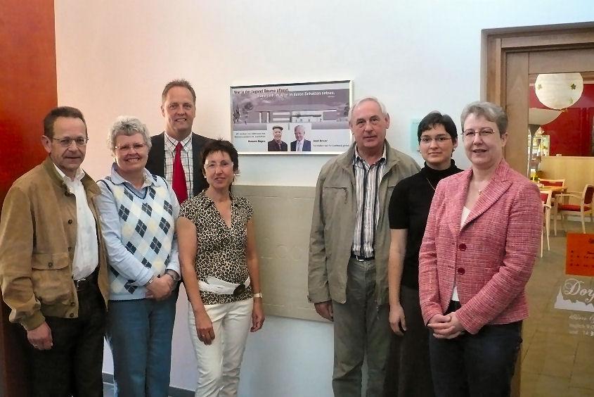 Der neu gewählte Vorstand des Fördervereins: ( von links: Herr Buckstegge, Frau Strehletz, Herr Rekers,Frau Küsters, Herr Bahde,Leiterin Frau Römpert, Frau Scherf)
