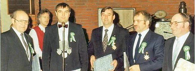 Die Gründer des Lembecker Königstreffens im Jahr 1986 (v.l.): Franz Einhaus, Franz Gertz (damaliger Schützenkönig), Ludwig Schwering, Clemens Böckenhoff und Heinrich Thier.