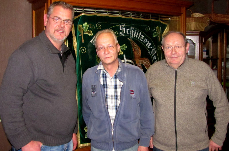 Matthias Tiemann (links) und Friedrich Cosanne (rechts) lösen Jörg Erbguth (mitte) ab - Foto: Frank Langenhorst
