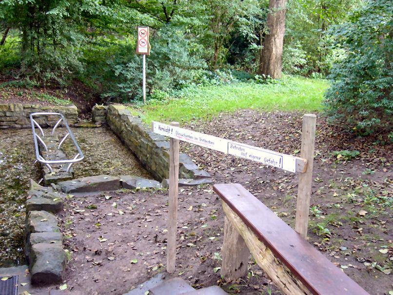 Das Lembecker Tretbecken ist erst mal gesperrt. (Foto: Heimatverein Lembeck)