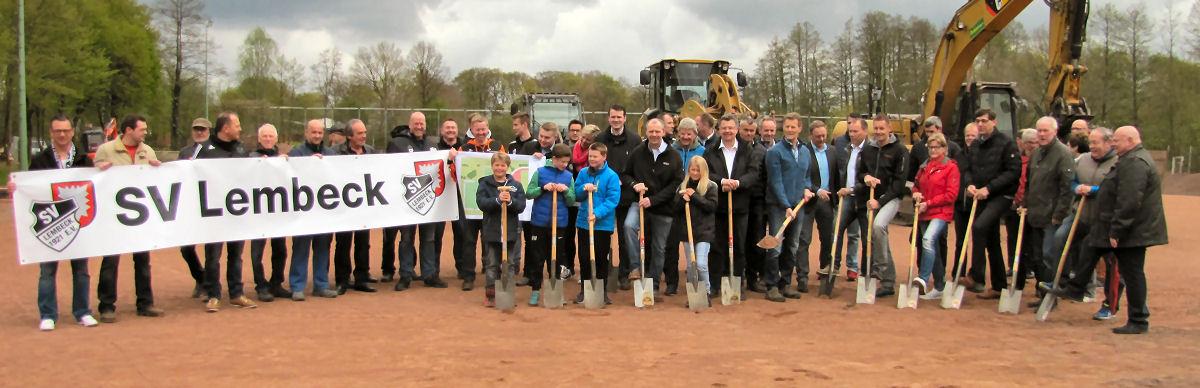 Der SV Lembeck mit Bürgermeister und Sponsoren. Foto: Lembecker.de - Frank Langenhorst