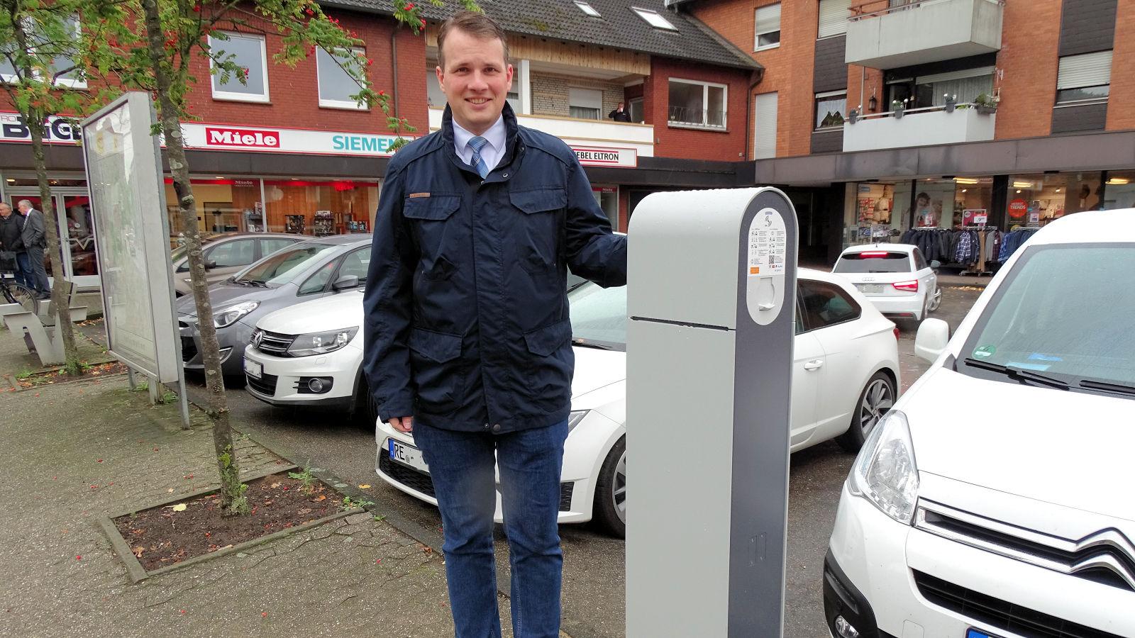 Ladestation, E-Autos, Bürgermeister Tobias Stockhoff, Lembeck, Parkplatz Bügers