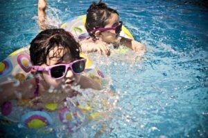Sommerferien, Schwimmkurse, Schwimmbad
